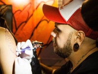 O artista Daniel Tucci, do King Seven Tattoo